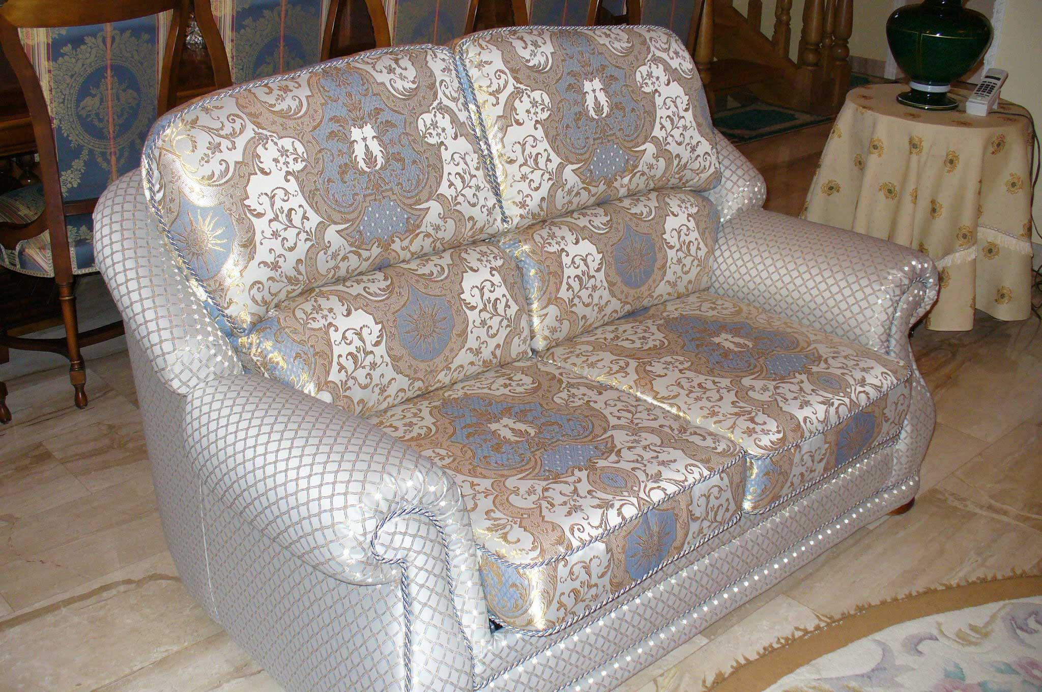 Обивка мягкой мебели на дому в Москве